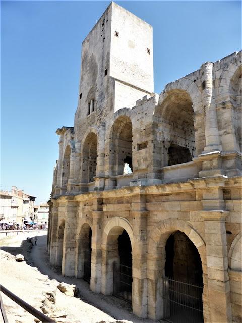 Fachada del Anfiteatro Romano de Arlés