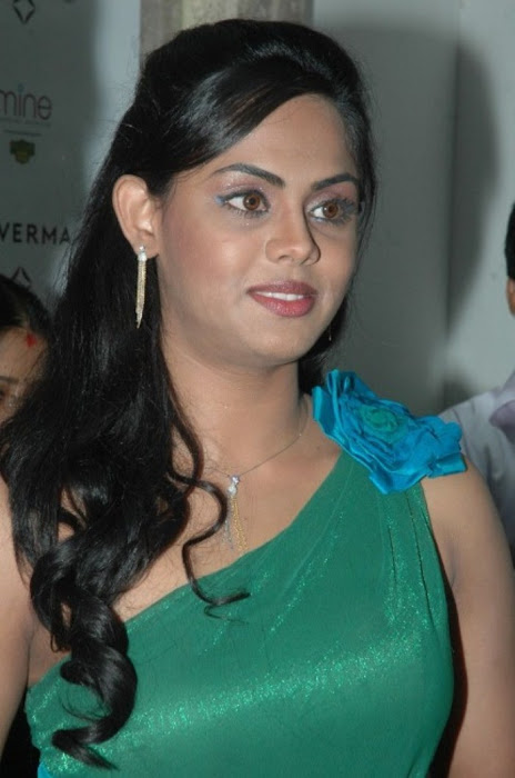 karthika nair from malabar diamond gold shop