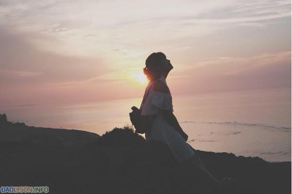 Thay vào đó là tận hưởng cảm giác thư thái khi ngắm hoàng hôn xuống ….