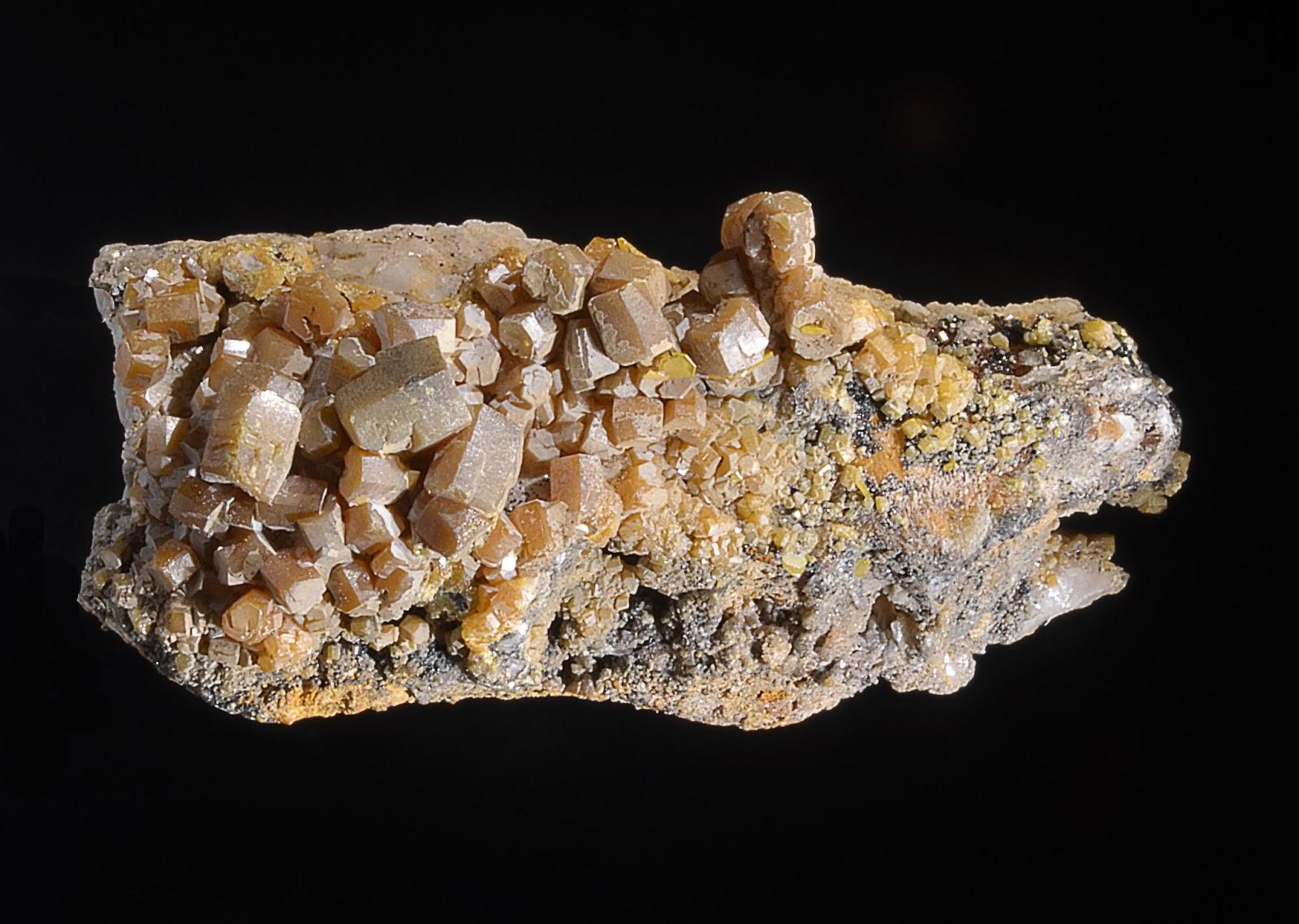 colección R. Fimia - Página 16 Vanadinita%2B%2528variedad%2Barsenical%2529%2Bcon%2BMottramita%2By%2BVulfenita