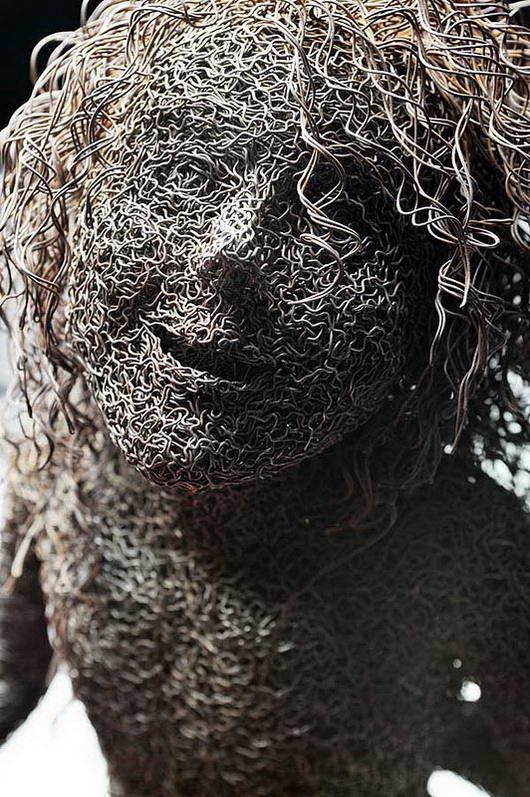 patung terbuat dari kawat