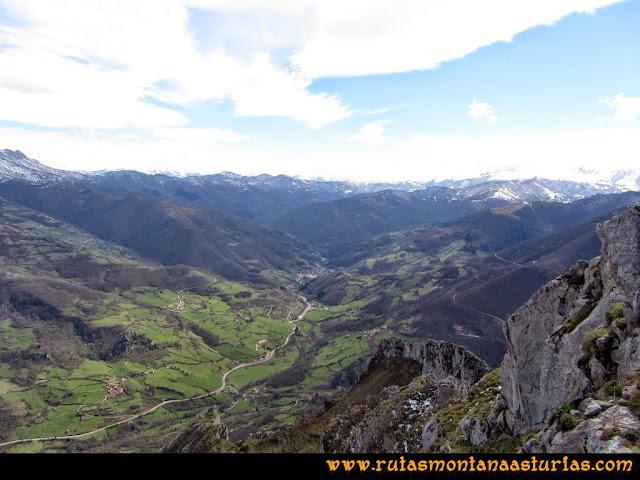 Ruta al Pico Gorrión: Vista del valle a Bárzana