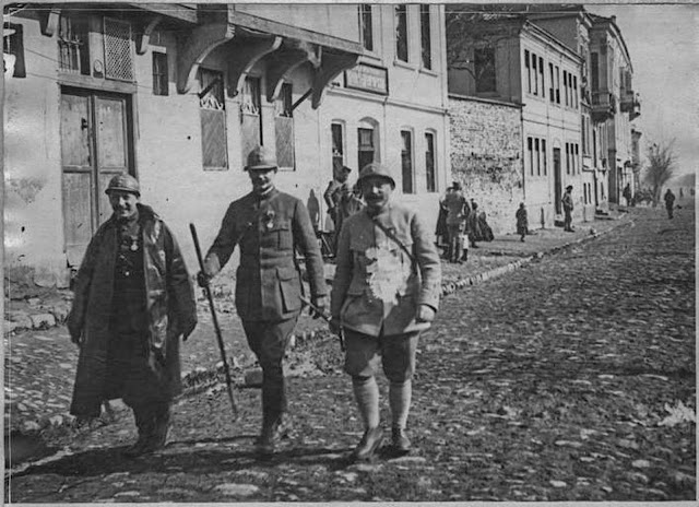 In the streets of Monastir (Bitola) (February 1917).  General Jacquemot and Colonel Boblet in inspection