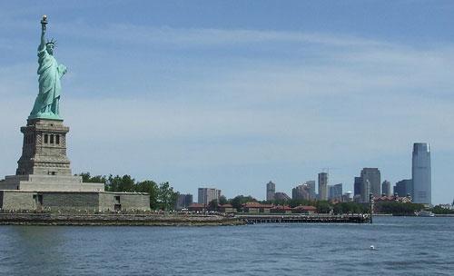 Patung Liberty inilah yang pertama kali saya kunjungi jika ada kesempatan berkunjung ke Amerika Serikat.  Aamin. Foto dari Internet