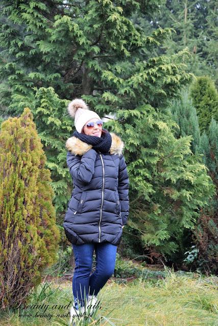 SAMMYDRESS | zimowa kurtka, brązowy sweterek i kolczyki.