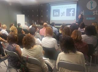 Taller curso sobre Linkedin (Redes sociales profesionales) impartido por Adela Llamazares