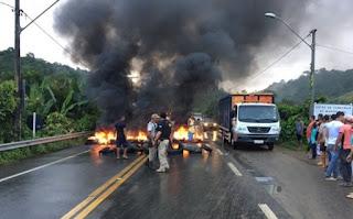 Trégua não funciona; caminhoneiros entram no 5º dia de greve