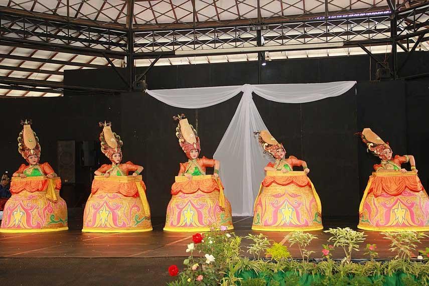 Pertunjukan Tari Boboko Mangkup
