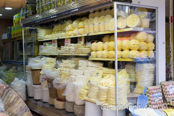 ünlü Trabzon tereyağıları ve peynirlerinin satıldığı dükkanlar