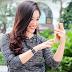 Oppo R7s nổi bật bên người đẹp