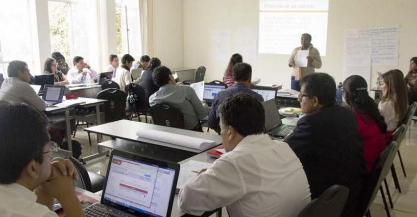 Proponen programas de formación continua para docentes con contratos temporales