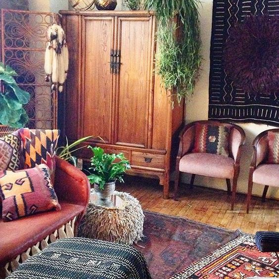 Rooms: Moon To Moon: Eclectic Sitting Rooms