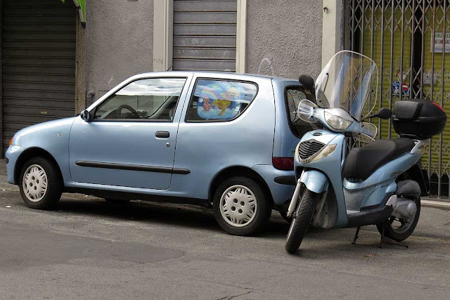 Matching color car and scooter, via Palestro, Livorno