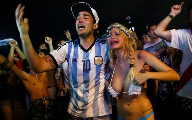 pendukung cantik dan seksi dari Argentina