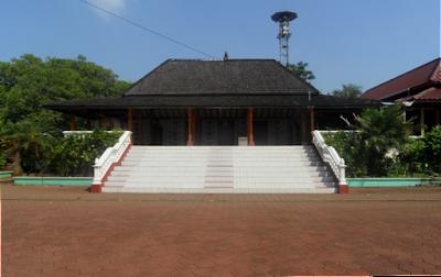 Legenda Masjid dan Makam Mantingan