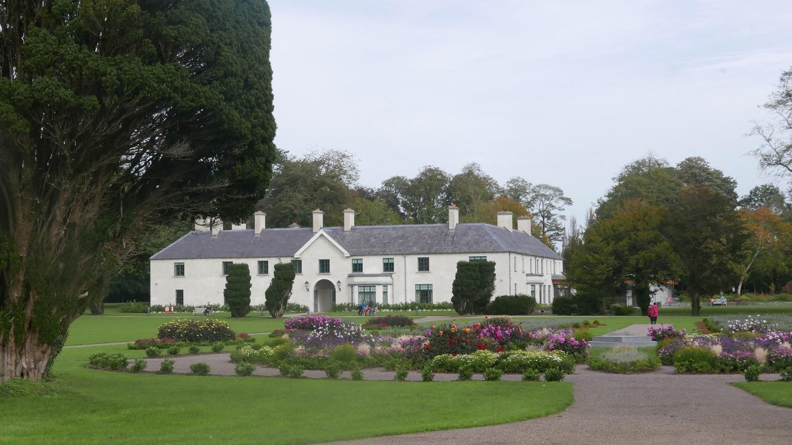 RESTAURANTS AND FOOD: Killarney's Big Houses  Muckross House and