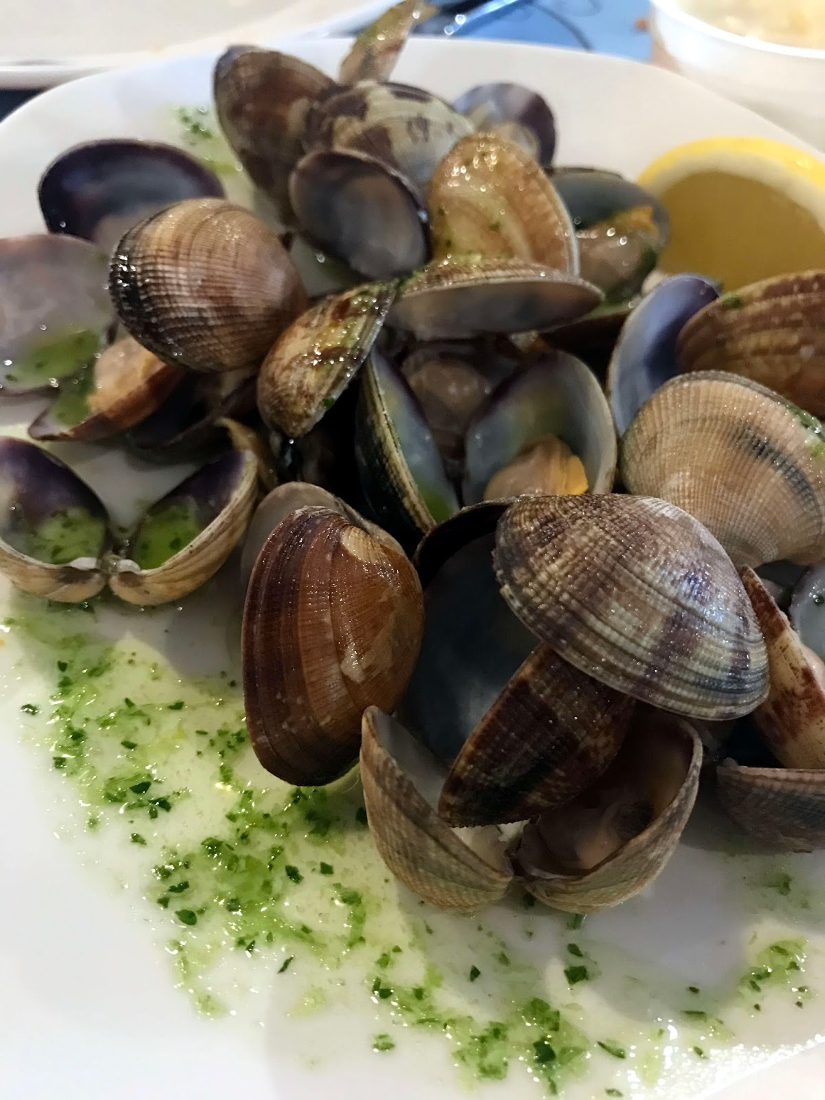 Stitch & Bear - La Paradeta - Clams with garlic sauce