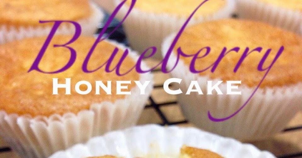 Baking Taitai 烘焙太太: Easy Blueberry Honey Cupcakes 簡易藍莓蜂蜜小蛋糕(中英食譜)