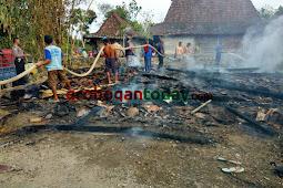 Ditinggal ke Sawah, Sebuah Rumah di Toroh Hangus Terbakar