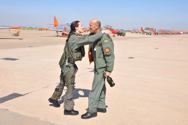 FIRST FEMALE PILOT FLIES PATRULLA AGUILA SPANISH AEROBATIC TEAM