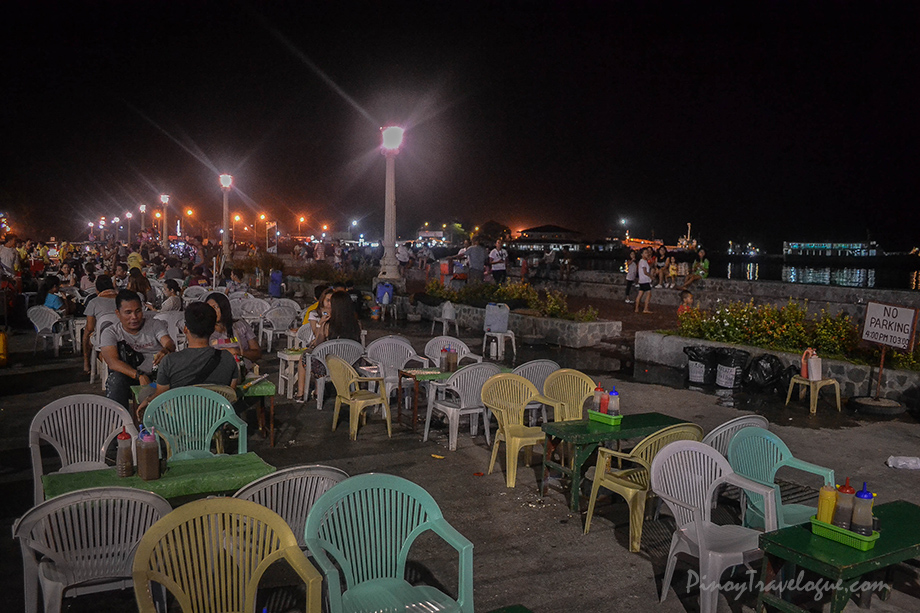 Street food stalls along Rizal Boulevard at night