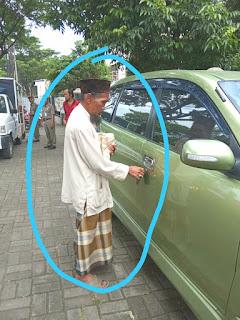 Pengakuan Pengemis Yang Kedapatan Membawa Mobil Saat Beroperasi Dan Fotonya Viral