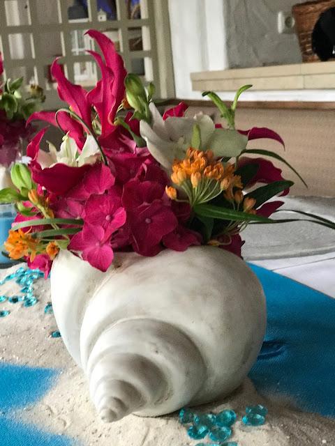 Muschelblumen, exotisch heiraten, Malediven Karbiik-Hochzeit im Seehaus, Riessersee Hotel Garmisch-Partenkirchen Bayern, Hochzeitsplanerin Uschi Glas