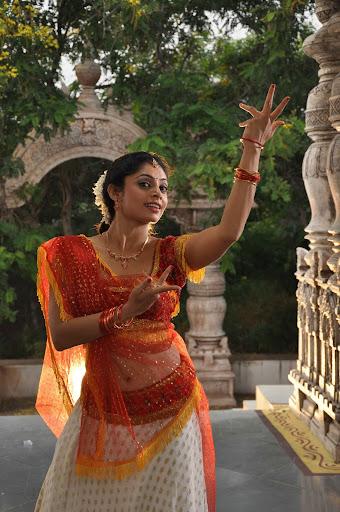 Padam Paarthu Kathai Sollu Movie Latest Stills (7).JPG