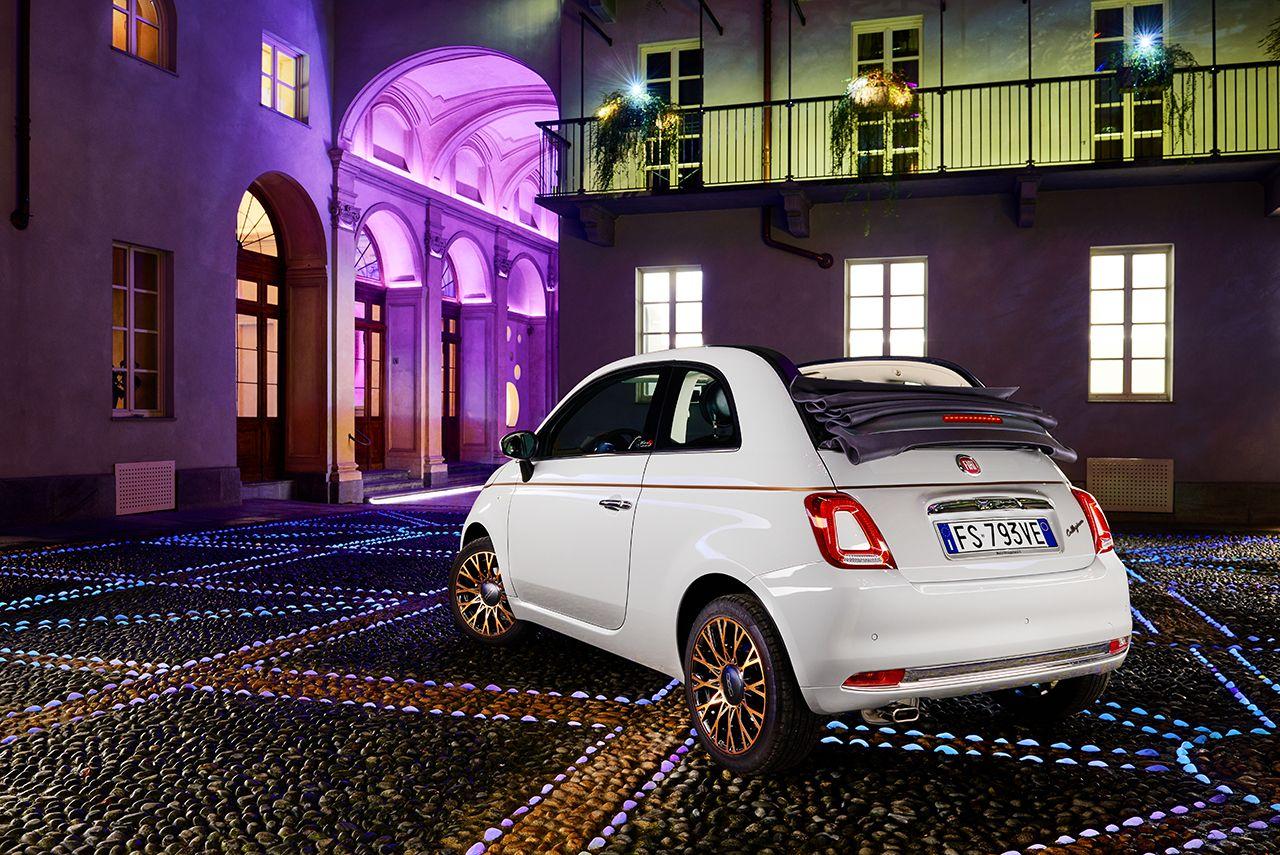 Τα φώτα της Luci d Artista πάνω στη Fiat