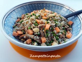 Riso 3 cereali (riso,orzo,farro) con pollo, piselli, melone e mandorle