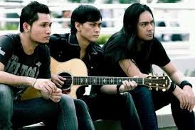 Lirik lagu Andra and The Backbone - Dan Tidurlah