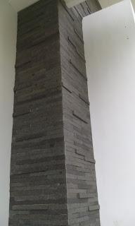 pilar batu andesit