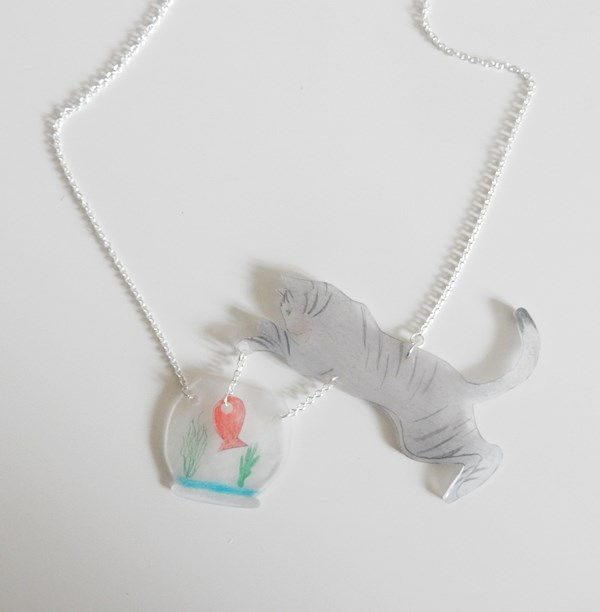 DIY : Collier chat et poisson rouge en plastique fou