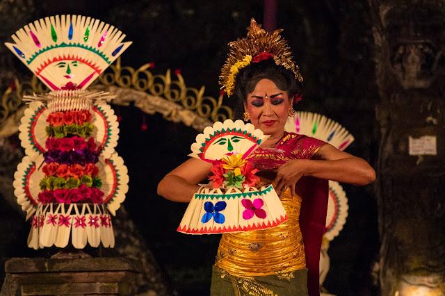 Danzatrici Tempio Saraswati, Ubud-Bali