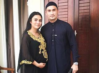 Reza Pahlevi dan Istrinya