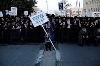 Judeus ultraortodoxos protestam contra serviço militar em Israel