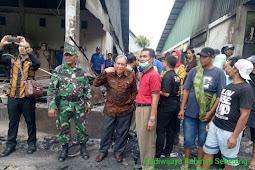 Sigap Kodim 1607/Sumbawa Bantu Amankan Relokasi Pasar Seketeng
