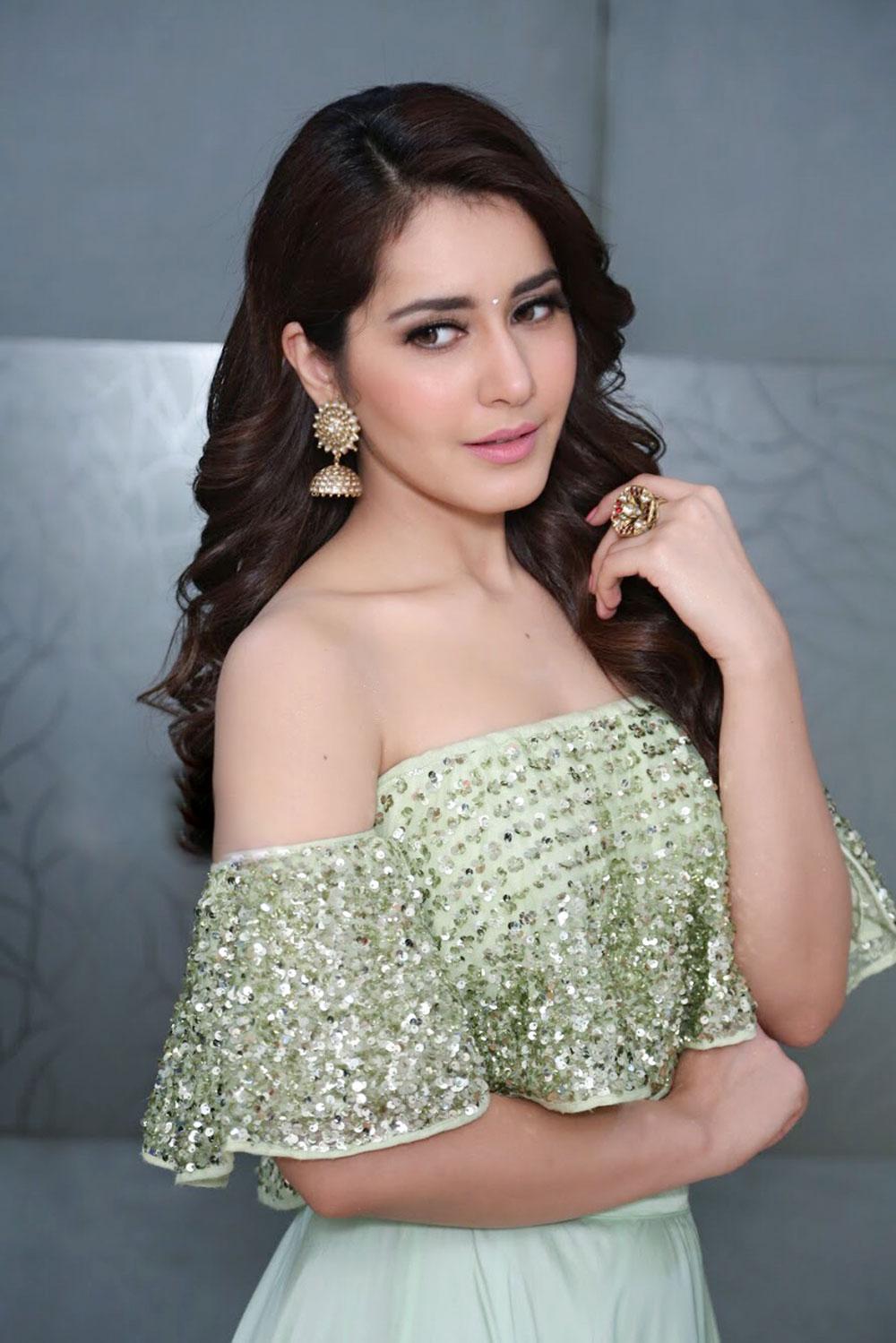 Actress Raashi Khanna Photo Gallery