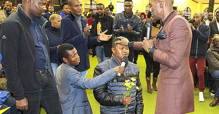 HOW UNA SEE AM: Pastor Gives His Members Flowers to Eat