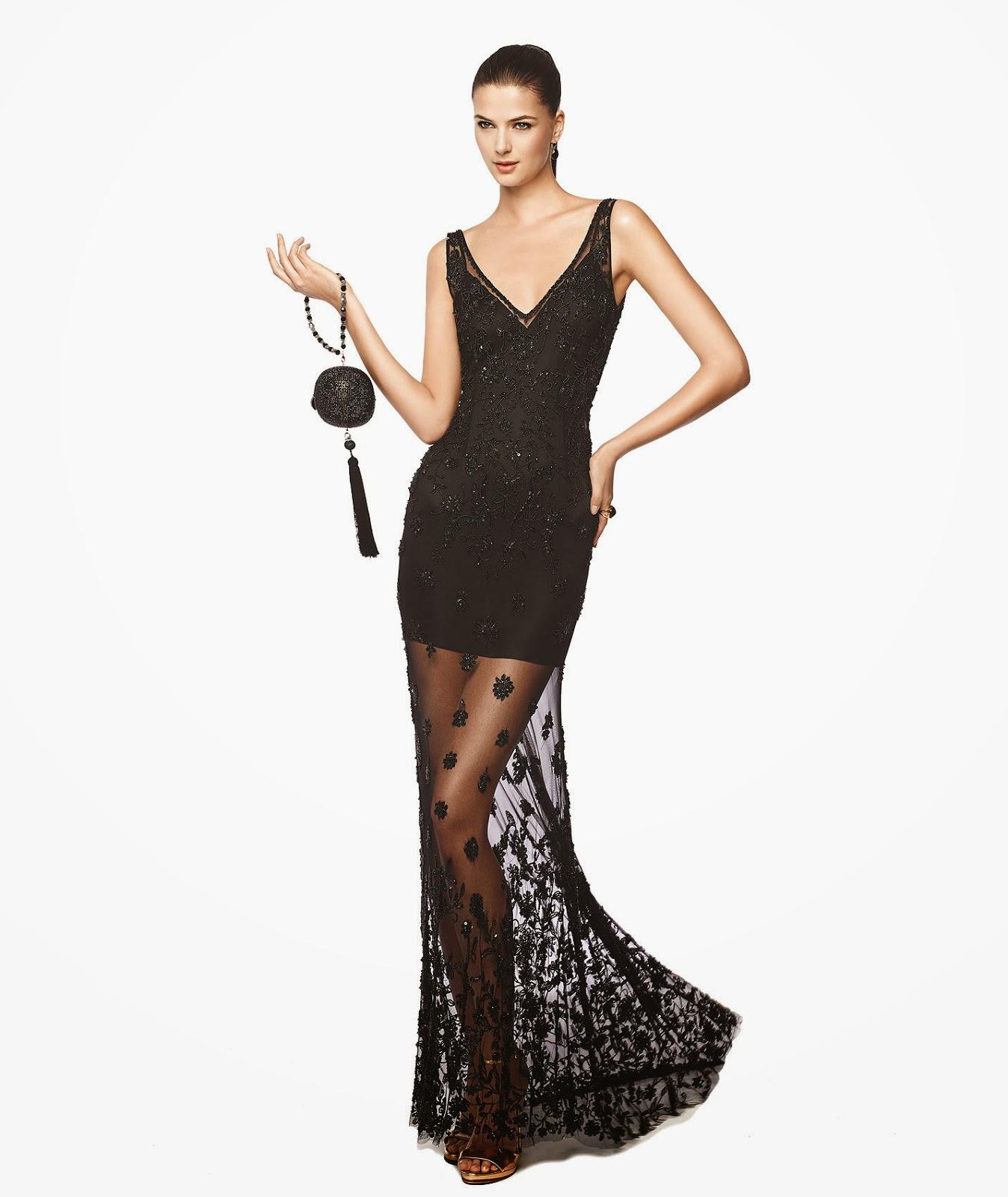 6acfc6372244e Şöyle ki, mini eteğin bittiği noktadan sonra üstüne üst kısmındaki  desenlerden serpiştirilmiş siyah tülden bir parçayla devam ediyor elbise.