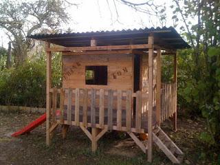 casita de juguete con palets