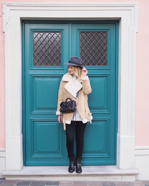 Balenziaga bag, penmayne hat, fedora hat, winter staples, Munich street style, jimmy choo biker boots