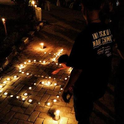 Komunitas Earth Hour Bekasi di halaman Gedung Juang Tambun