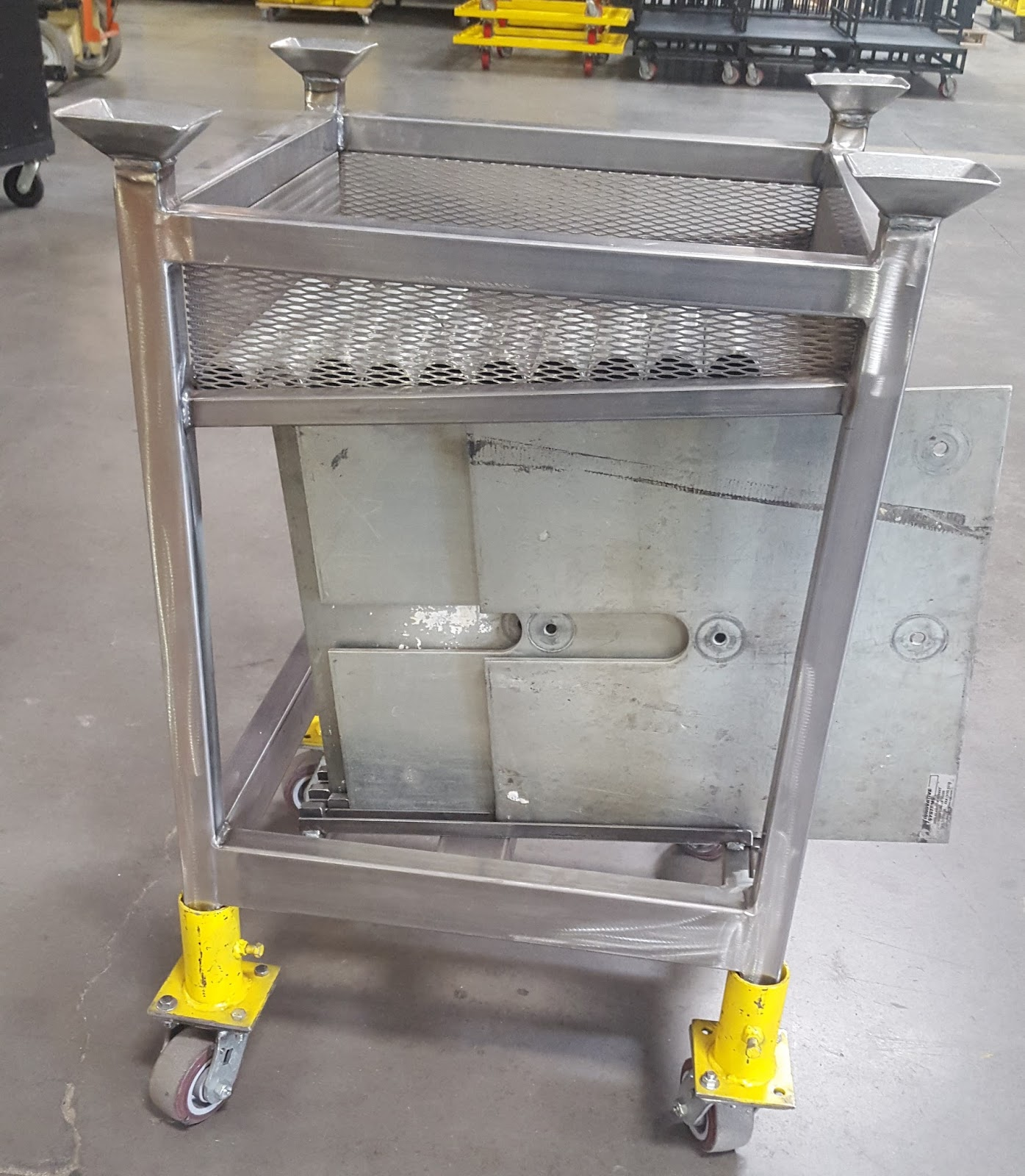 """"""" IHP's PIPELINE POST """": CARTS FOR PIPE & DRAPE BASE PLATES"""