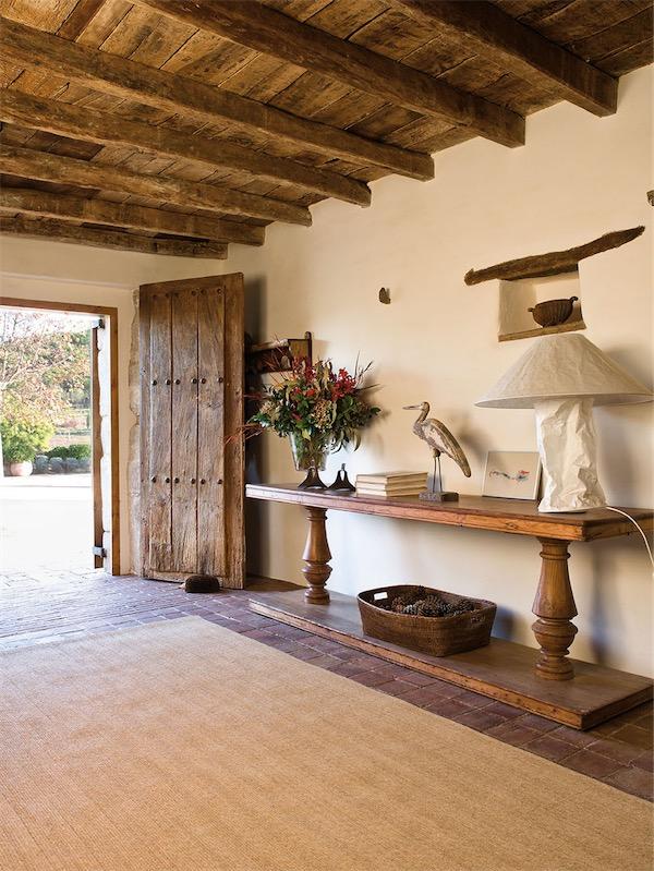 El interior delicioso de una casa de campo chicanddeco
