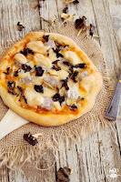 Pizza de butifarra, setas y alioli gratinado migrandiversion