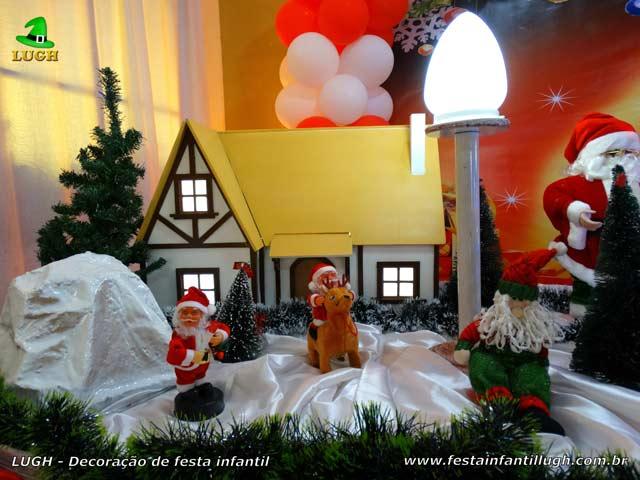 Mesa de aniversário infantil decorada com tema de Papai Noel