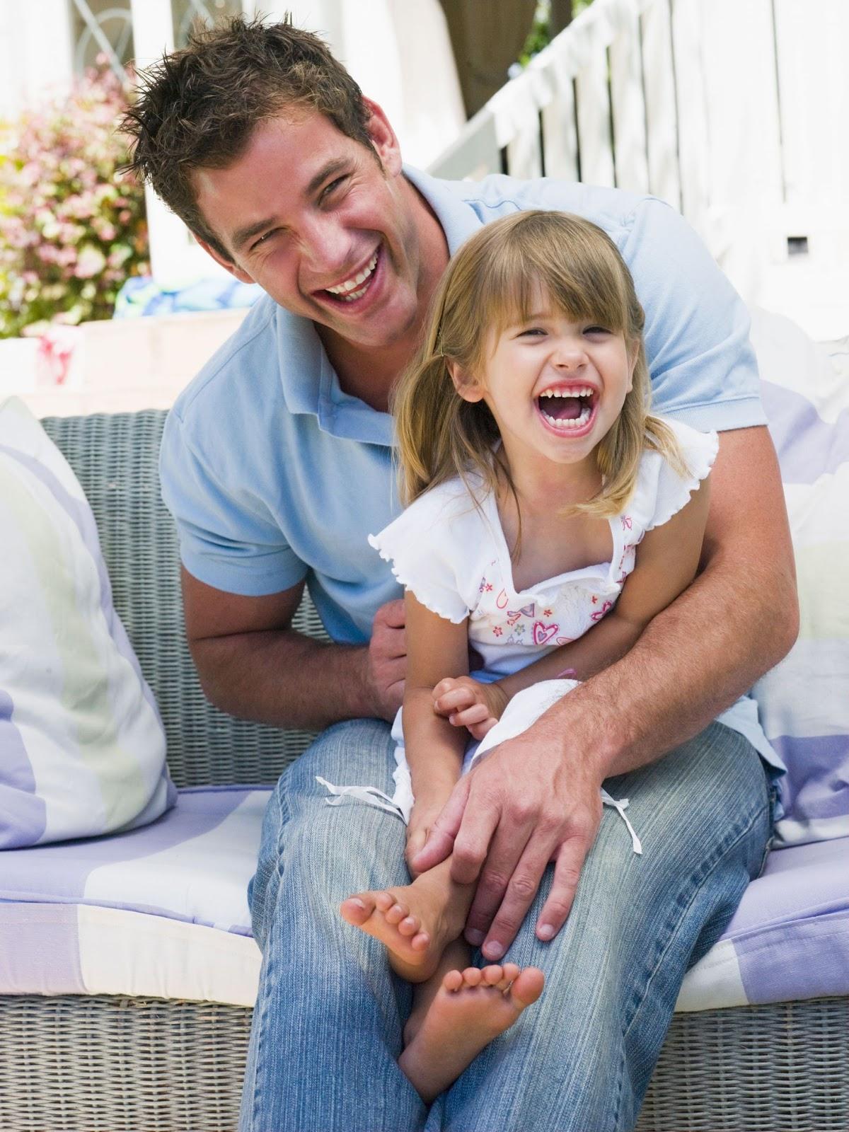 Δυνατός είναι ο άντρας που κάνει τη γυναίκα του να χαμογελά