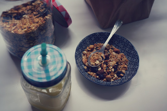 chloeschlothes-granola-light