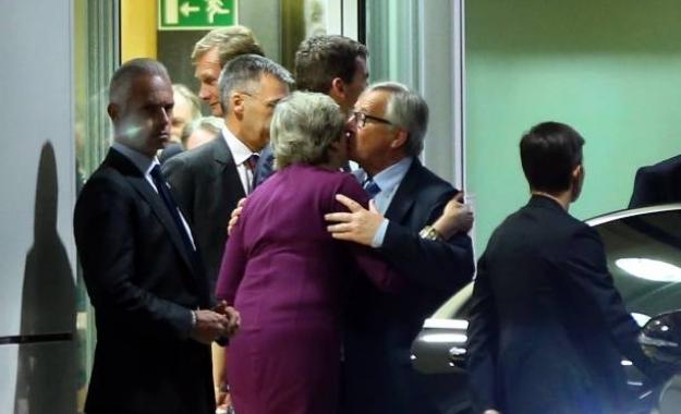 «Εμφύλιος» στην Ε.Ε.: Οργή Γιούνκερ για το «κάρφωμα» της Mέι από συνεργάτη της Μέρκελ